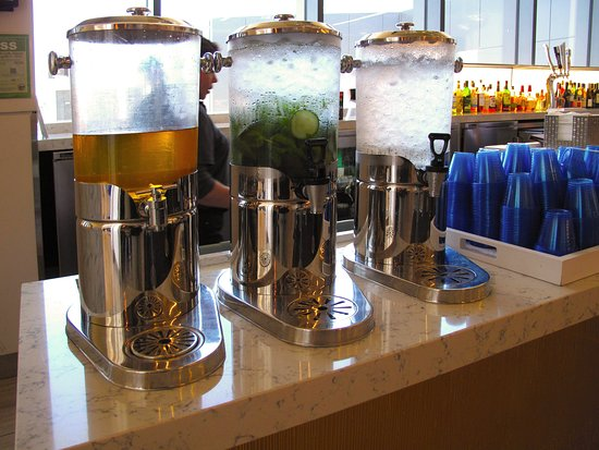 United Club at SFO T3 East Pier - Flavor-infused water dispensers