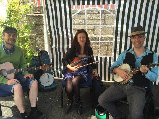 Lower Beeding, UK: Folk quintet