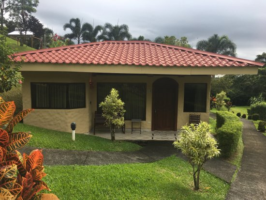 Arenal Volcano Inn: Our own private bungalow!