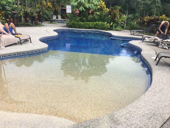 Arenal Volcano Inn: Relaxing pool area
