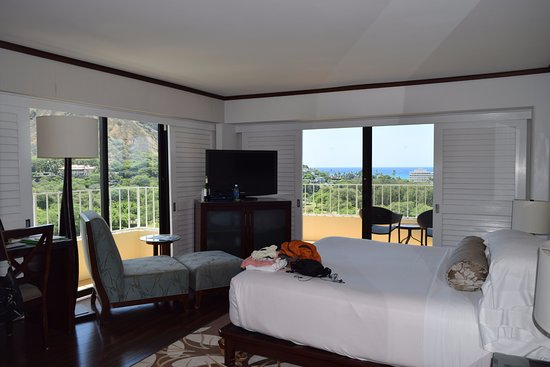 Lotus Honolulu at Diamond Head: View of both windows out to the ocean and Diamond Head.