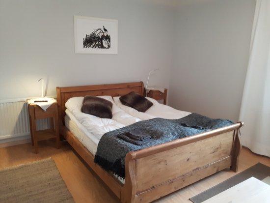 Knappgarden Pension & Restaurant: The queensize bed in our room