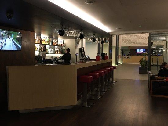 Park Inn Hotel Prague: Me encantó este hotel. Renovado hace muy poco. Todo impecablemente limpio y nuevo. Desayuno rico