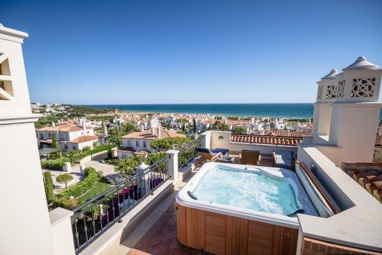 Dunas Douradas Beach Club: Apartment J54 - Roof area with jacuzzi.