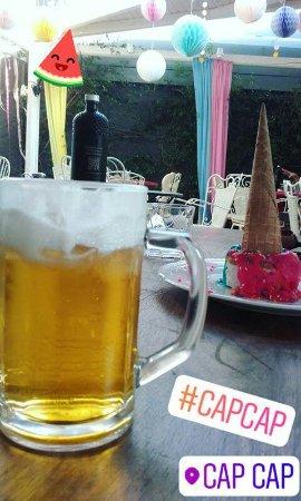 Elliniko, Greece: Cap cap!