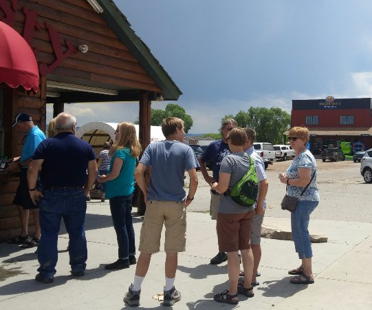 Garden City, UT: Travelers line up to order food at Quick-N-Tasty