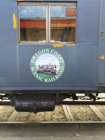 Garibaldi, Oregón: The Seal on the side of the Train