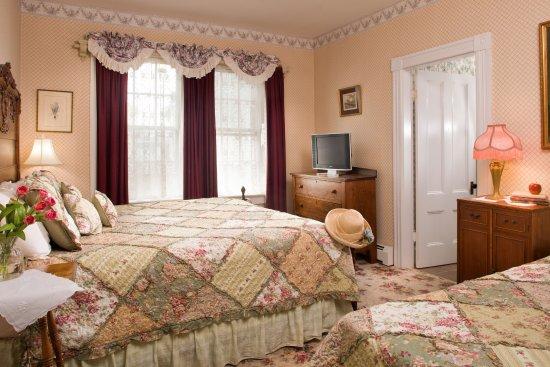 Arabella Room at Blue Dory Inn