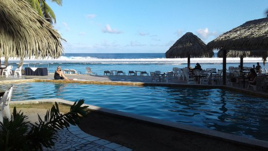 The Edgewater Resort & Spa : Pool to the Reef