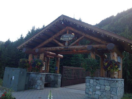Alpine Inn Restaurant: Front entrance