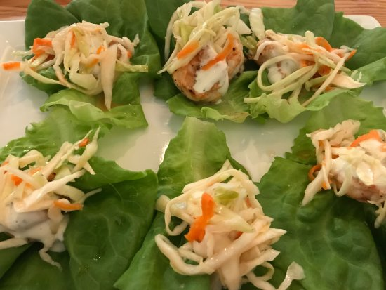 Southern Pines, Kuzey Carolina: BBQ shrimp lettuce wrap