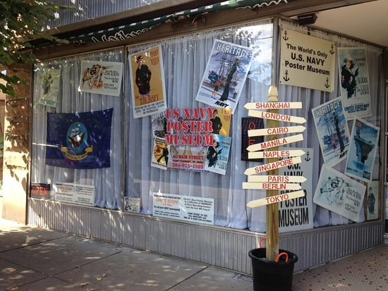 Point Pleasant, Virginia Barat: USNPM is located in a storefront of the famous and historic LOWE HOTEL !