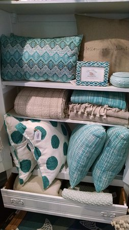 Solana Beach, Kaliforniya: Decorator pillows and throws in soft beach colors to add to your home.