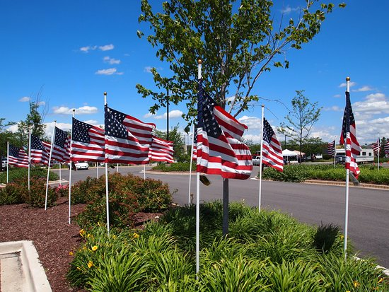 Algonquin, IL: Flags in Parking Lot