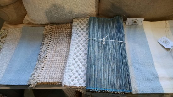 Solana Beach, Kalifornia: Placemats, napkins and table runners to fit your color pallet.