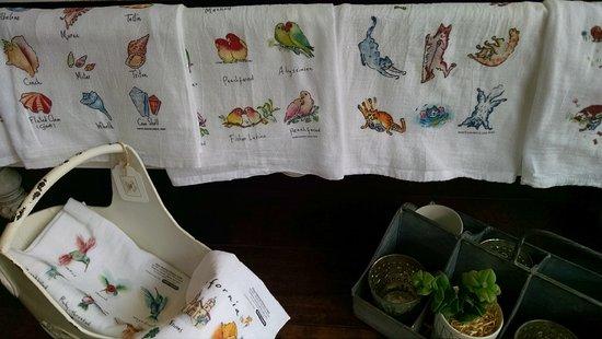 Solana Beach, Kalifornia: Flour sack towel headquarters!  Many styles to choose from.