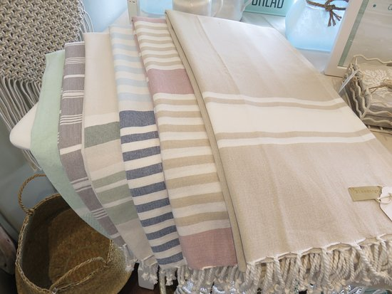 Solana Beach, CA: All cotton turkish towels - great for the beach, as a table cloth, bath towel or throw!