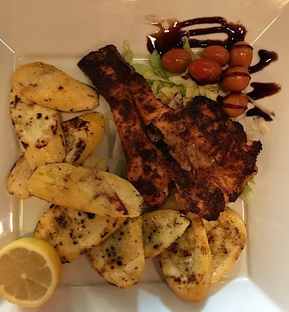 LaFayette, Джорджия: Blackened salmon and grilled squash. Delicious!