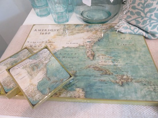 Solana Beach, Califórnia: Wipe off map placemats and matching coasters!  Elegant!