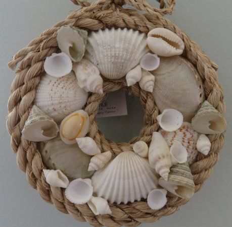 Solana Beach, Kalifornia: Shell ornaments for your home - great Christmas ornaments too!