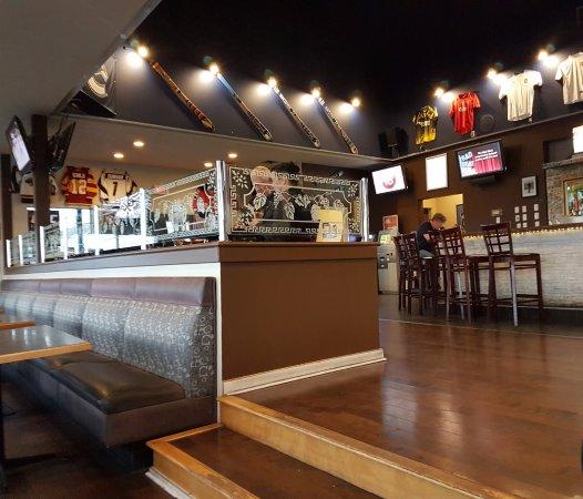 Port McNeill, Kanada: Gus's Pub