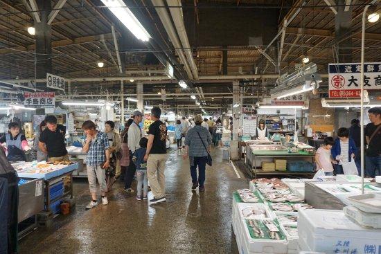 Shiogama Seafood Market: 市場内部