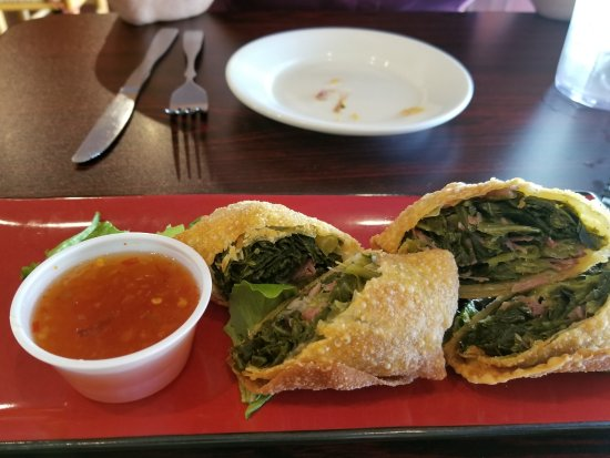 Laurinburg, Kuzey Carolina: egg rolls: collard greens and smoked turkey