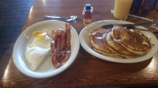 Council Bluffs, IA: great pancakes and bacon