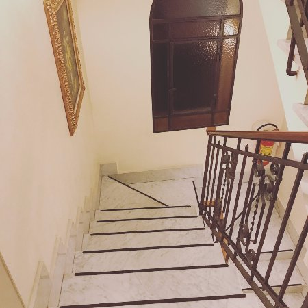Amalfi Hotel: Cute Little Staircase (elevator Also Available)