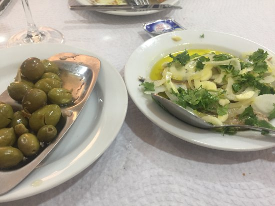 Tasquinha da Malta: Simple starters, crushed green olives and a salad of white salad onions, garlic and sardines