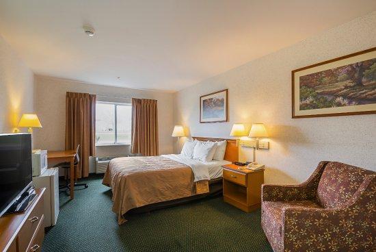 Belmont, WI: One Queen Bedroom