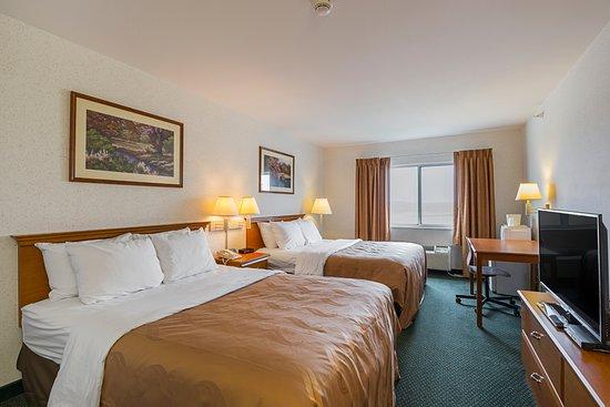 Belmont, WI: Two Queen Bedroom