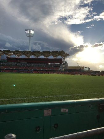 Carrara, Avustralya: Metricon stadium, front row