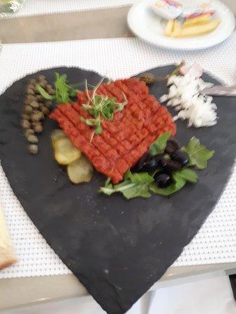 Ebikon, Szwajcaria: Tartar in Herzform - schön dekoriert