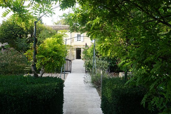 Hotel La Bastide du Bois Breant : Allée