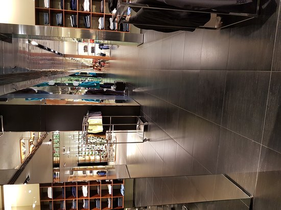 Prada Outlet (Space): 20170704_122802_large.jpg