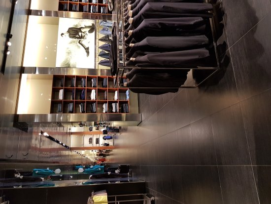 Prada Outlet (Space): 20170704_122755_large.jpg