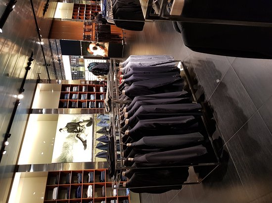 Prada Outlet (Space): 20170704_122753_large.jpg