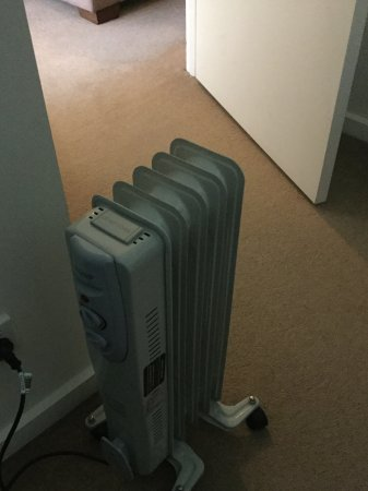 Melbourne Short Stay Apartments Southbank Collection: Heater in the bedroom, not much help to warm up the whole room.