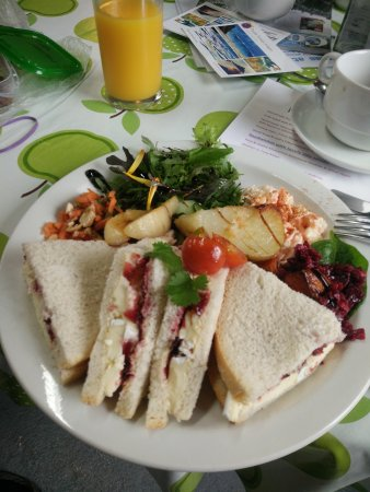 St Keverne, UK: brie sandwich and crab sandwich...
