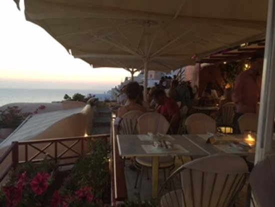 Kastro Oia Restaurant: View from the restaurant and the seating area