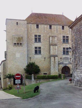 Gramont, France: Vue du château médiéval (de l'extérieur)
