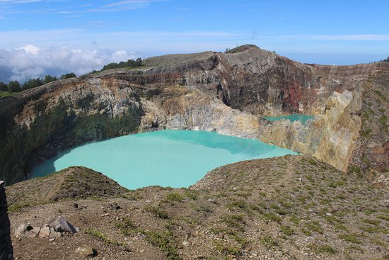 Mount Kelimutu: Two of the coloured lakes at Kelimutu