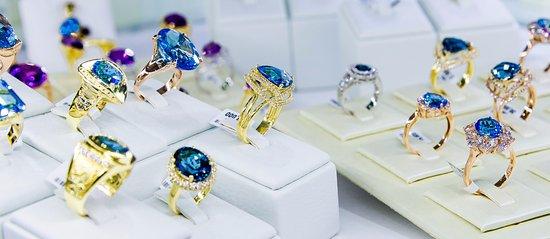 Chalong, Thailand: Precious stones. (Ruby, Sapphire, Topaz, Citrine, Garnet, Amethyst, Peridot, Aquamarine, Opal, e