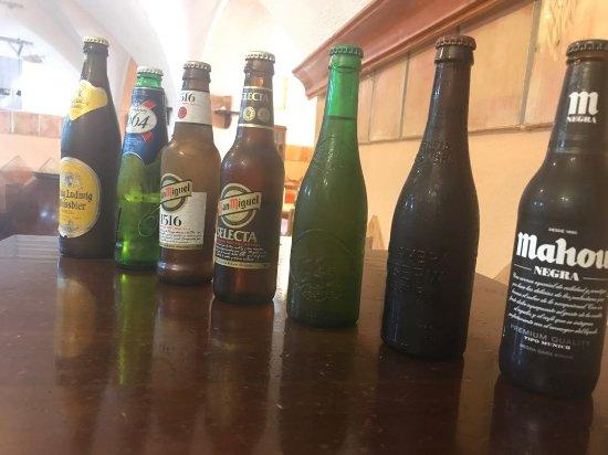 Cehegin, Spanje: Foto de las cervezas premium servidas en nuestra primera cena maridaje de esta cerveza