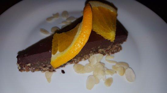 Maitrea: Raw choco cake