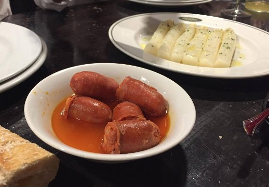 Sidrería Auzmendi Sagardotegia: Choricitos a la sidra