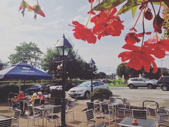 Yelverton, UK: Outside sunny patio