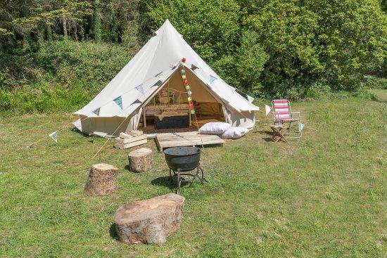 Aberdyfi (Aberdovey), UK: Bell tent set up