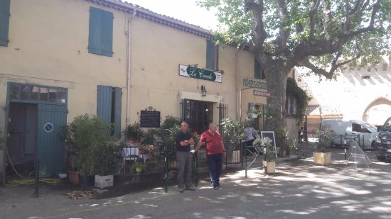 Cucuron, Prancis: Relaxed French lifestyle